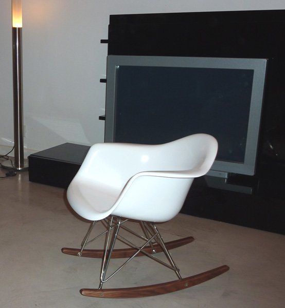 Mecedora eames para ni os for Muebles eames