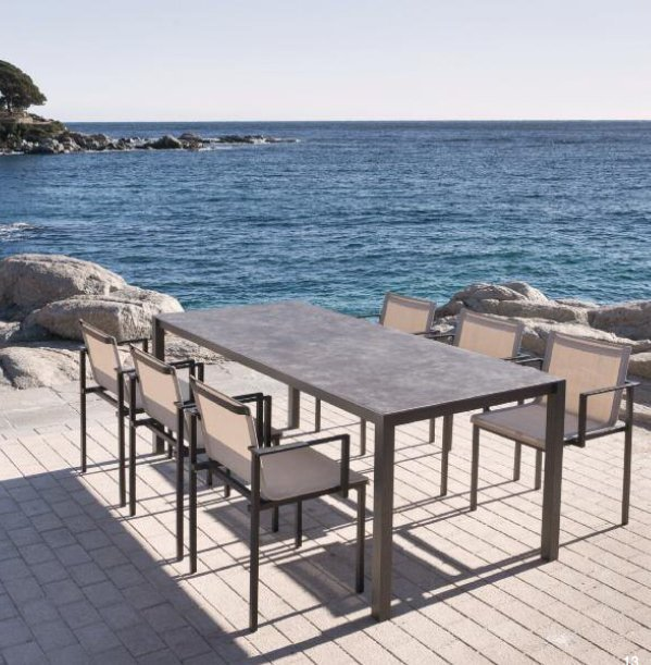 Mesa terraza porcelanico for Mesas o muebles para telefonos